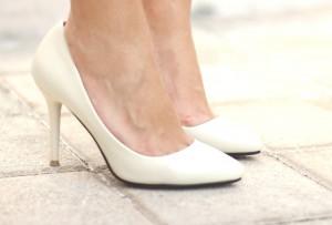 White shoes, stilettos, Mónica Sors, Fashion Blogger, bloguera de moda, Mes Voyages à Paris, Fashion Salade