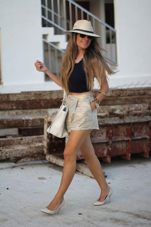 Golden shorts fashion blogger (1)