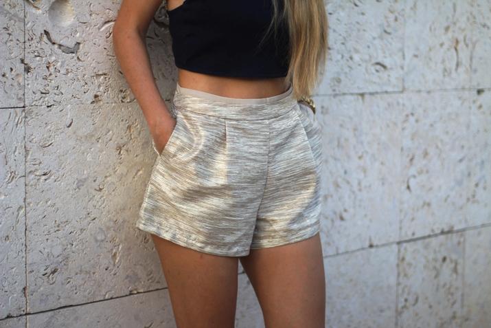Golden shorts fashion blogger (2)