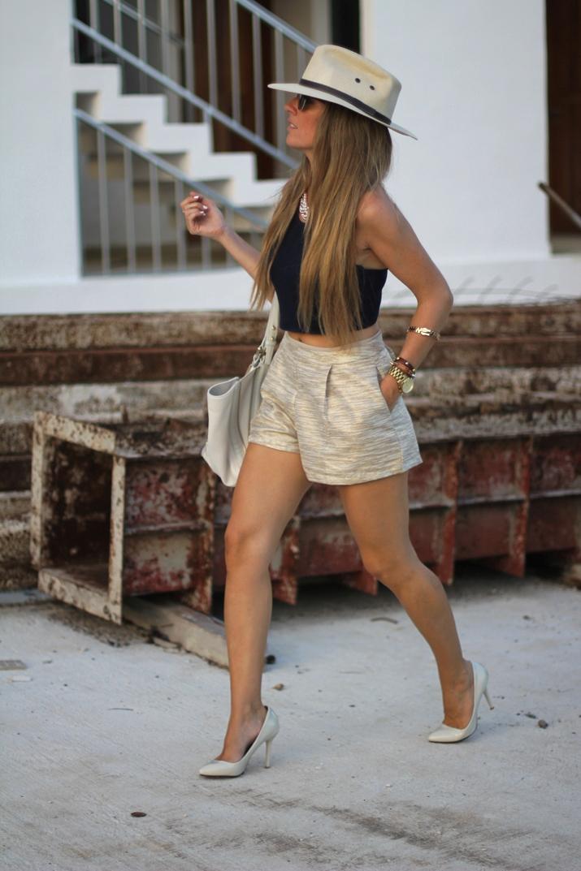 Golden shorts fashion blogger (7)