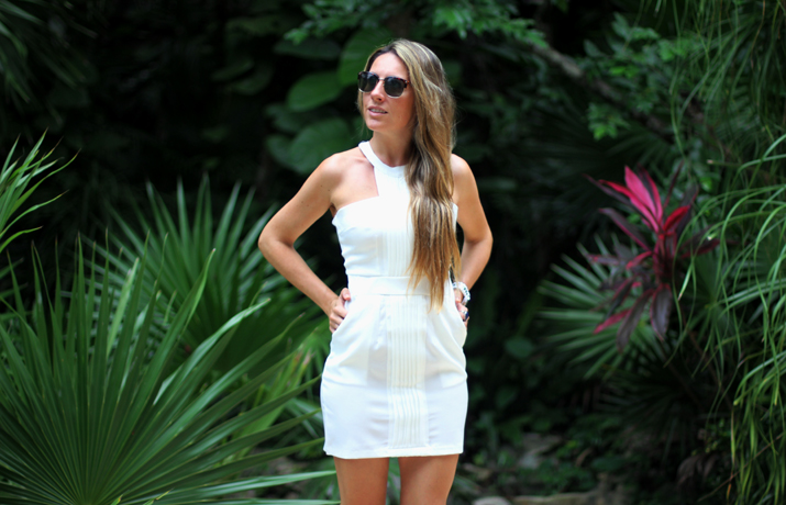Little white dress blogger Monica Sors Mes Voyages a Paris (4)
