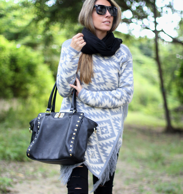 Outfit with poncho (3)