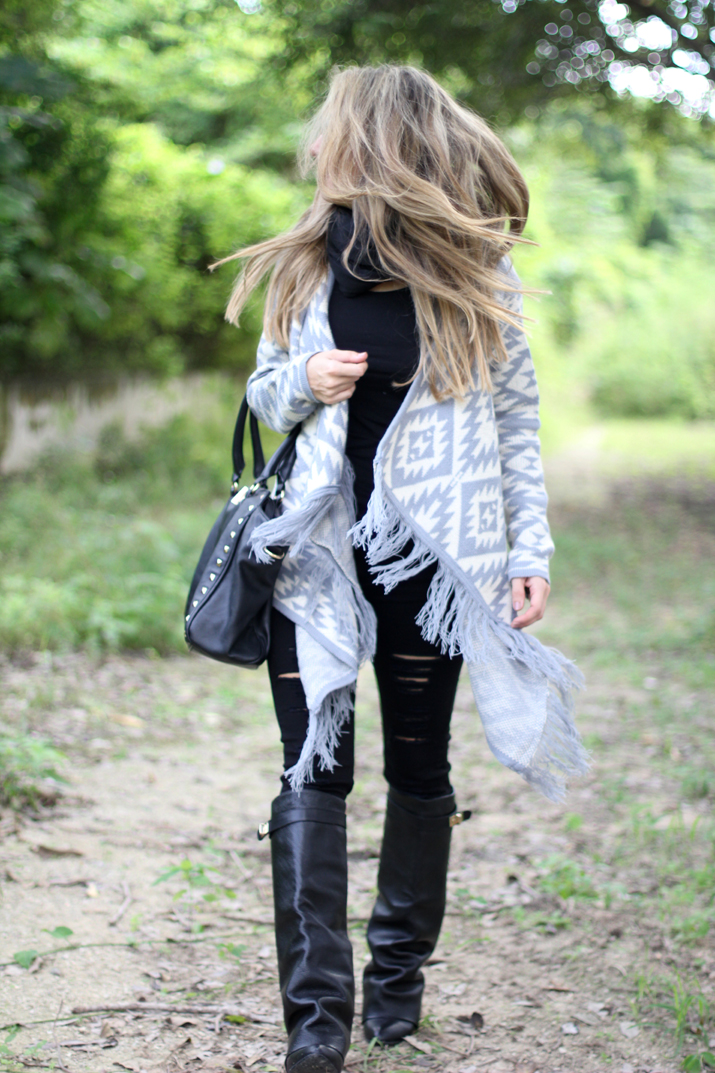 outfit with poncho (1)