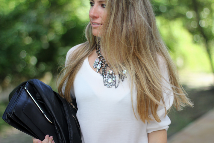 statement necklace blogger