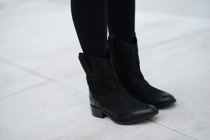 trendy boots blogger