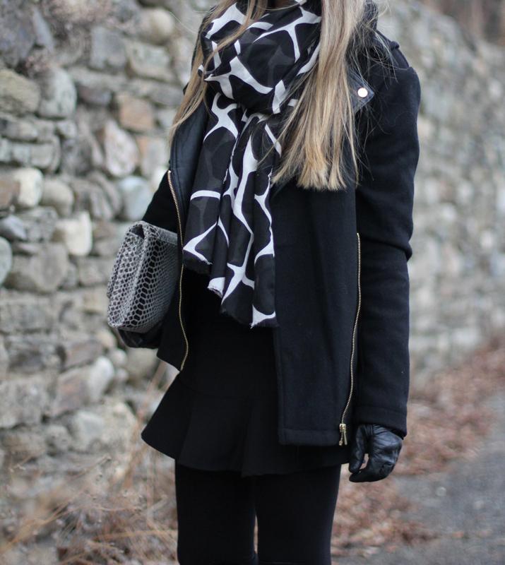 Black coat blogger (1)