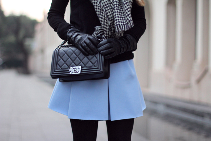 Boy_Chanel-Bag-Trendy-Outfit-Fashion_blogger-Monica_Sors-Mes_Voyages_a_Paris-Fashion_blog-Street_style-Houndstooth_scarf-Zara-clothes (12)