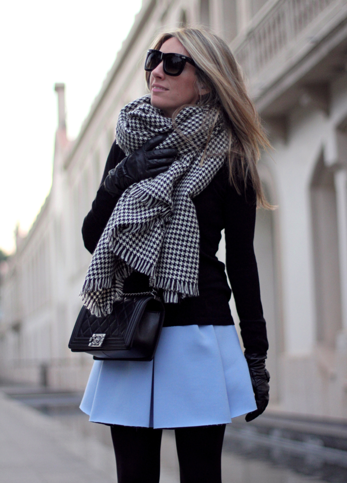 Boy_Chanel-Bag-Trendy-Outfit-Fashion_blogger-Monica_Sors-Mes_Voyages_a_Paris-Fashion_blog-Street_style-Houndstooth_scarf-Zara-clothes (17)