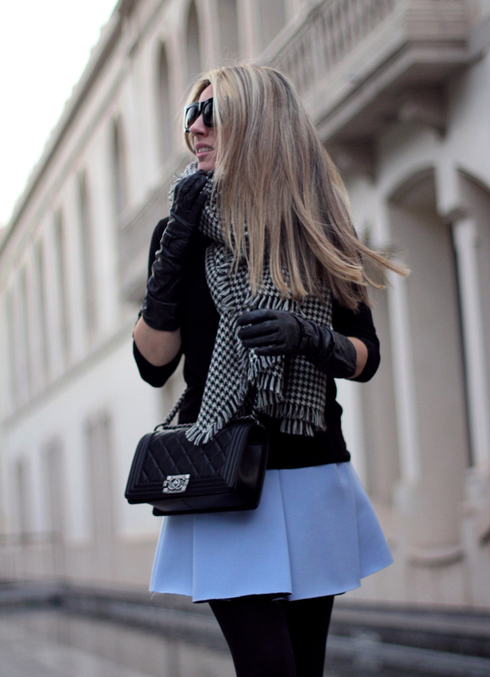 Boy_Chanel-Bag-Trendy-Outfit-Fashion_blogger-Monica_Sors-Mes_Voyages_a_Paris-Fashion_blog-Street_style-Houndstooth_scarf-Zara-clothes (18)