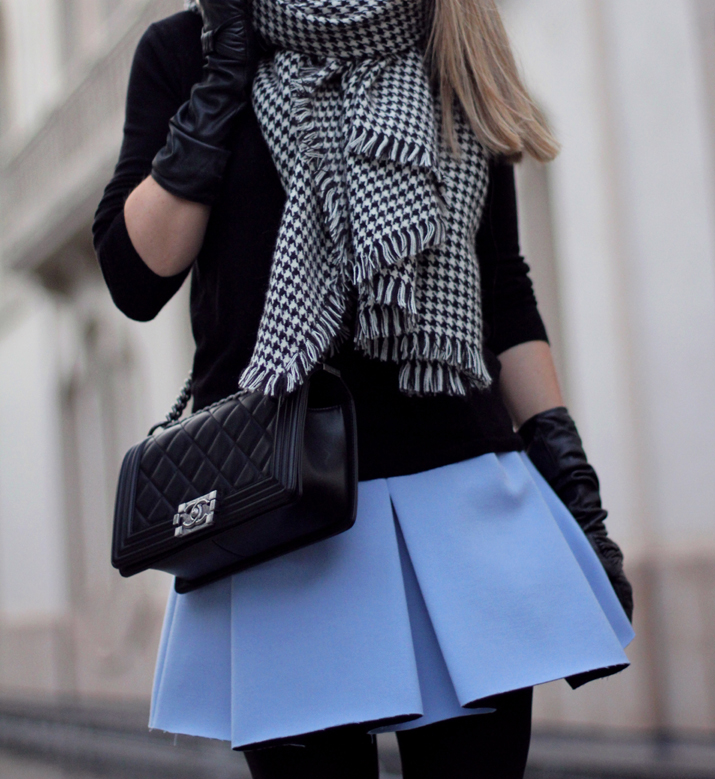 Boy_Chanel-Bag-Trendy-Outfit-Fashion_blogger-Monica_Sors-Mes_Voyages_a_Paris-Fashion_blog-Street_style-Houndstooth_scarf-Zara-clothes (21)