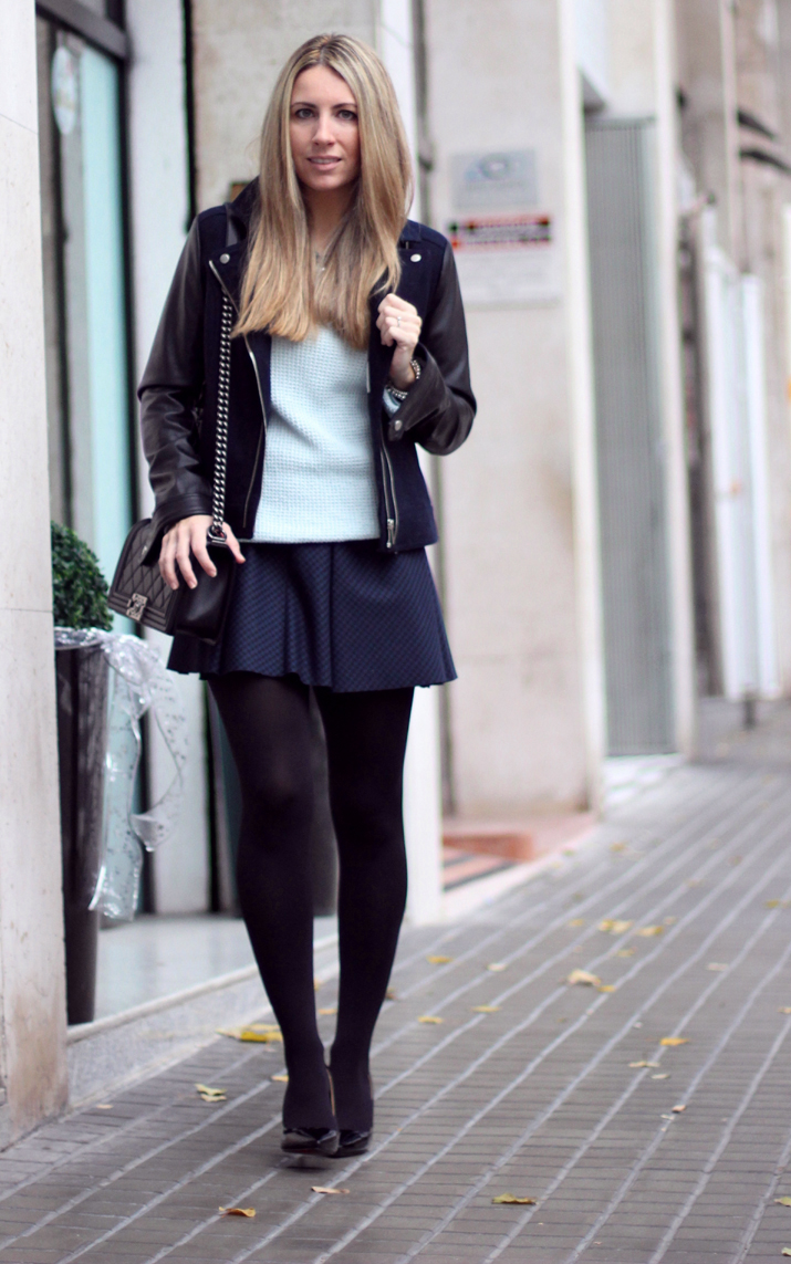 Boy_Chanel-Outfit-Fashion_Blogger-Chanel_bag-Street_Style-Blue_sweater-Buylevard-Shopping_online (27)