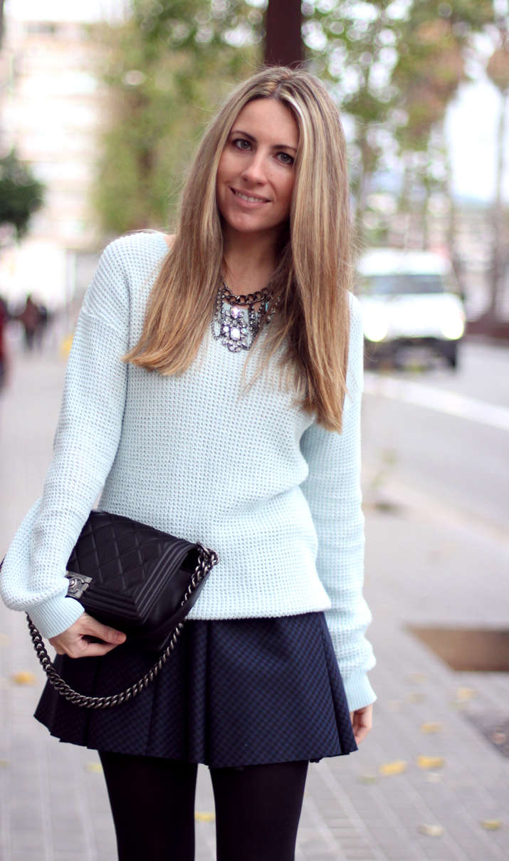 Boy_Chanel-Outfit-Fashion_Blogger-Chanel_bag-Street_Style-Blue_sweater-Buylevard-Shopping_online (34)