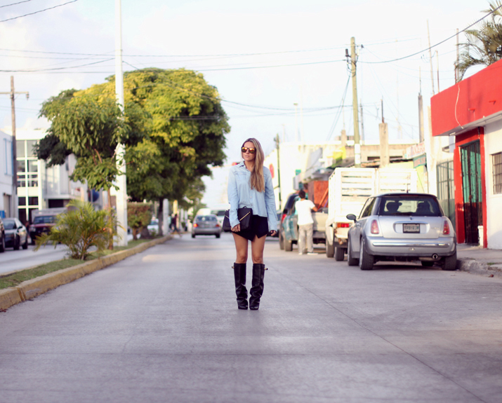 HIGH_BOOTS-SKORT-DENIM_SHIRT-FASHION-BLOGGER-MONICA_SORS-MESVOYAGESAPARIS-BLOG (7)