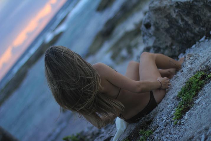 Monica-Sors-bikini-Caribbean-beach-1