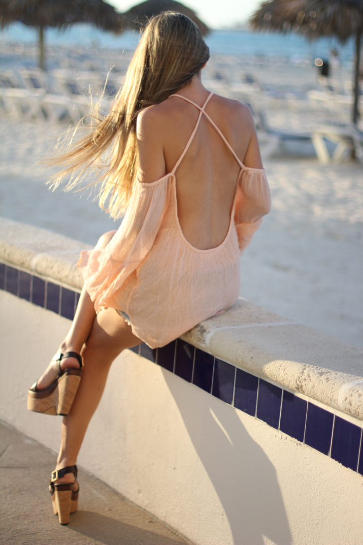 Open-back-top-fashion-blogger-4