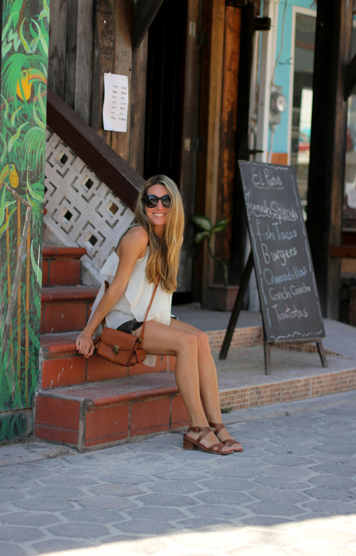 Resort_style-outfit_with_shorts-fashion_blog-blog_de_moda-street_style-san_pedro-Belize (111)