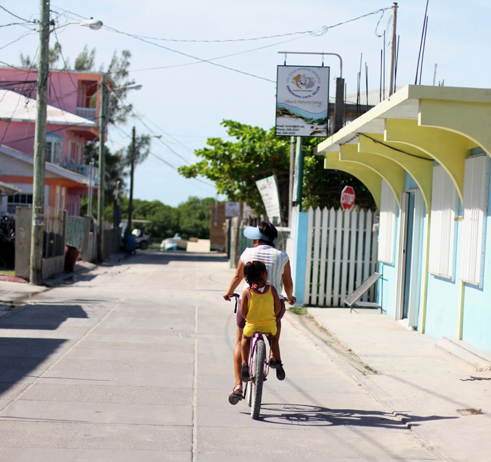 Resort_style-outfit_with_shorts-fashion_blog-blog_de_moda-street_style-san_pedro-Belize (14)