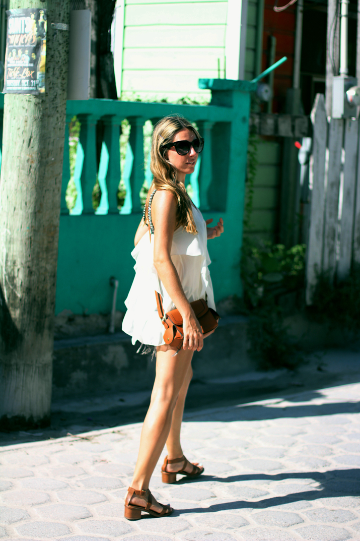 Resort_style-outfit_with_shorts-fashion_blog-blog_de_moda-street_style-san_pedro-Belize (19)