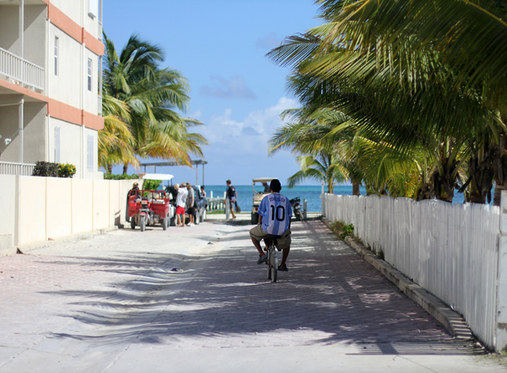 Resort_style-outfit_with_shorts-fashion_blog-blog_de_moda-street_style-san_pedro-Belize (2)
