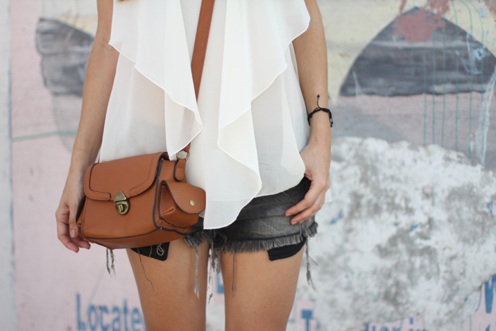 Resort_style-outfit_with_shorts-fashion_blog-blog_de_moda-street_style-san_pedro-Belize (26)