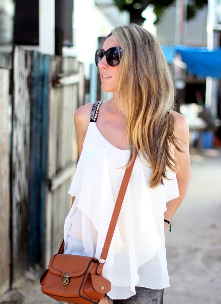 Resort_style-outfit_with_shorts-fashion_blog-blog_de_moda-street_style-san_pedro-Belize (6)1