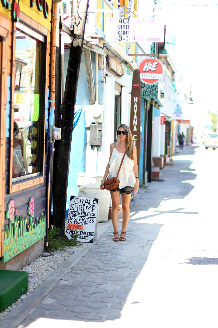 Resort_style-outfit_with_shorts-fashion_blog-blog_de_moda-street_style-san_pedro-Belize (8)