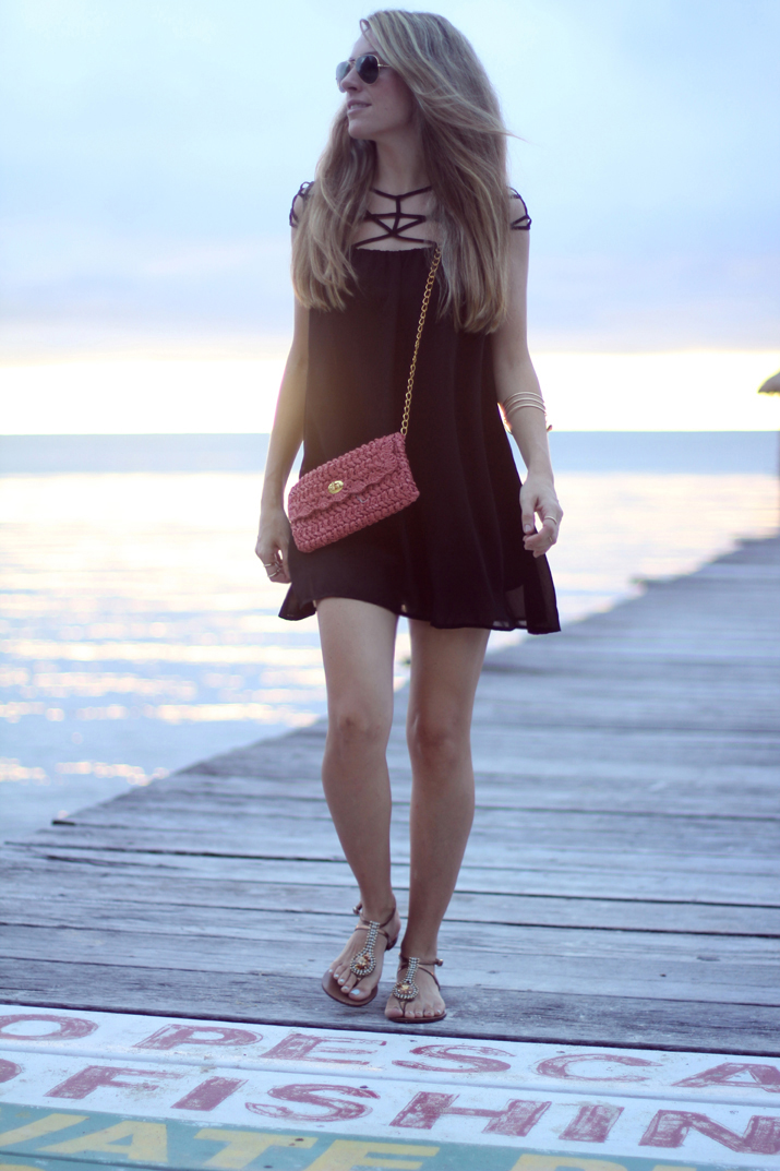 Sheinside-cutout_dresses-shopping_online-fashion_blog-trendy-outfits-black_dress-travel_outfits (10)1