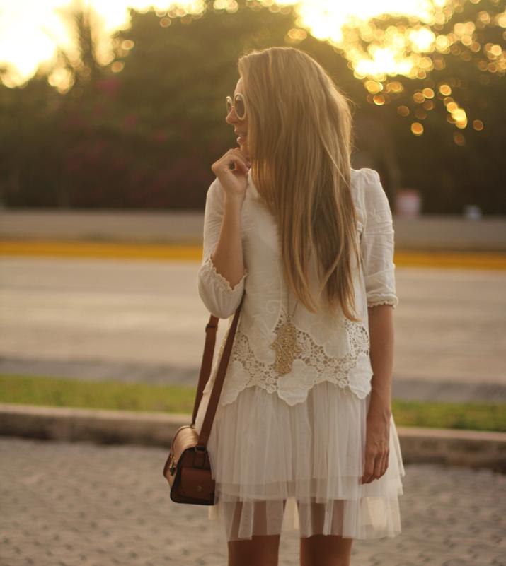 white-boho-dress-Monica-Sors-Mes-Voyages-a-Paris-Fashion-blog-Mexico-16