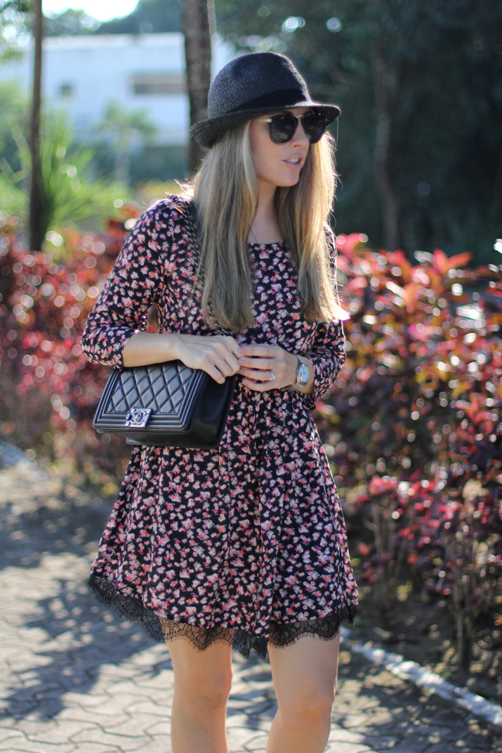 Boy_Chanel-street_style-Flowers_and_lace_dress-pull_and_bear-fashion_blogger-Monica_Sors (3)