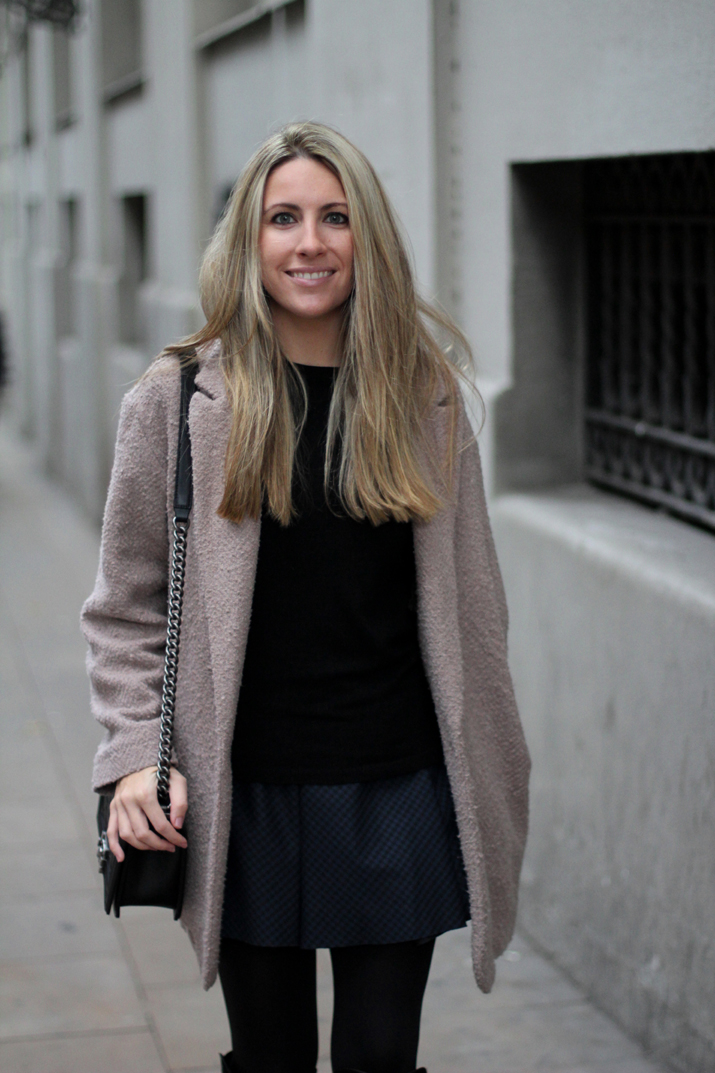 Boy_chanel-camel_coat-Zara-skirt-outfit-fashion_blogger-Monica_Sors-Mes_voyages_a_Paris (5)