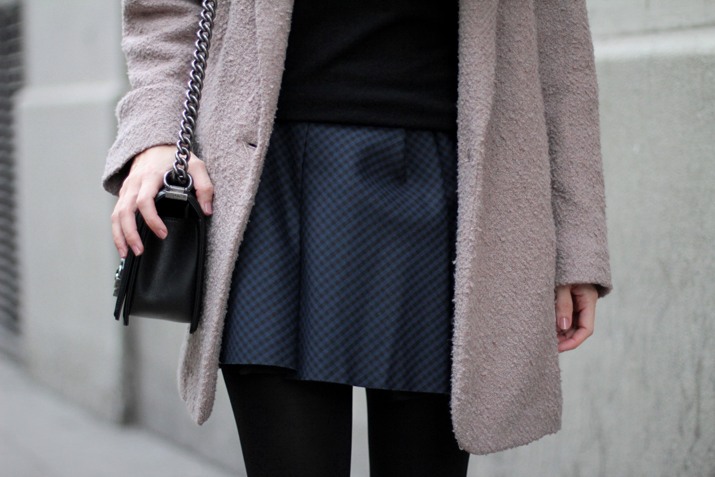 Boy_chanel-camel_coat-Zara-skirt-outfit-fashion_blogger-Monica_Sors-Mes_voyages_a_Paris (6)