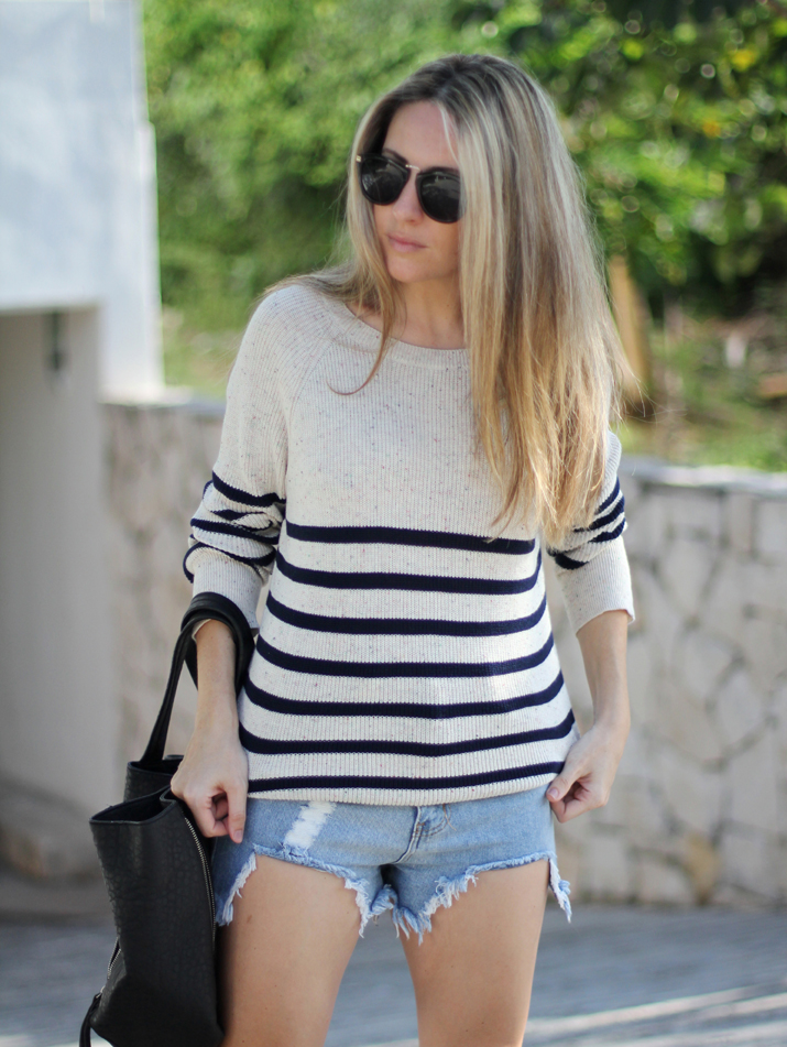 Navy_sweater-denim_shorts-street_style-mesvoyagesaparis-blog (10)