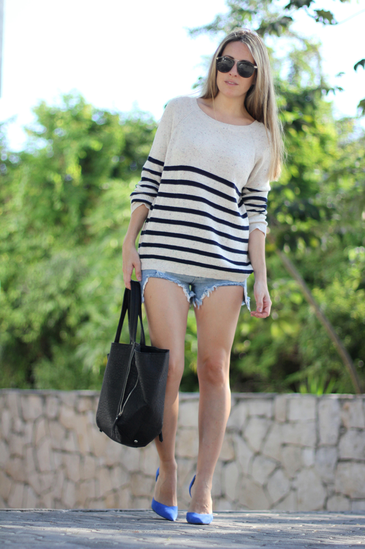 Navy_sweater-denim_shorts-street_style-mesvoyagesaparis-blog (2)