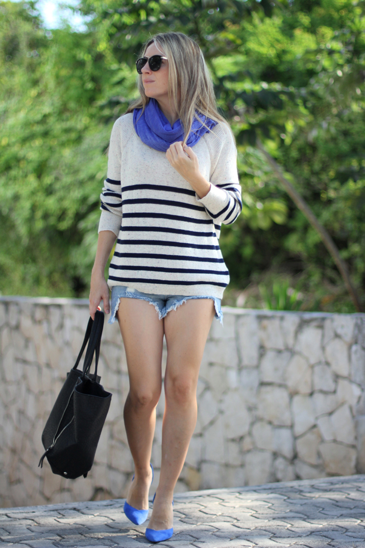 Navy_sweater-denim_shorts-street_style-mesvoyagesaparis-blog (5)