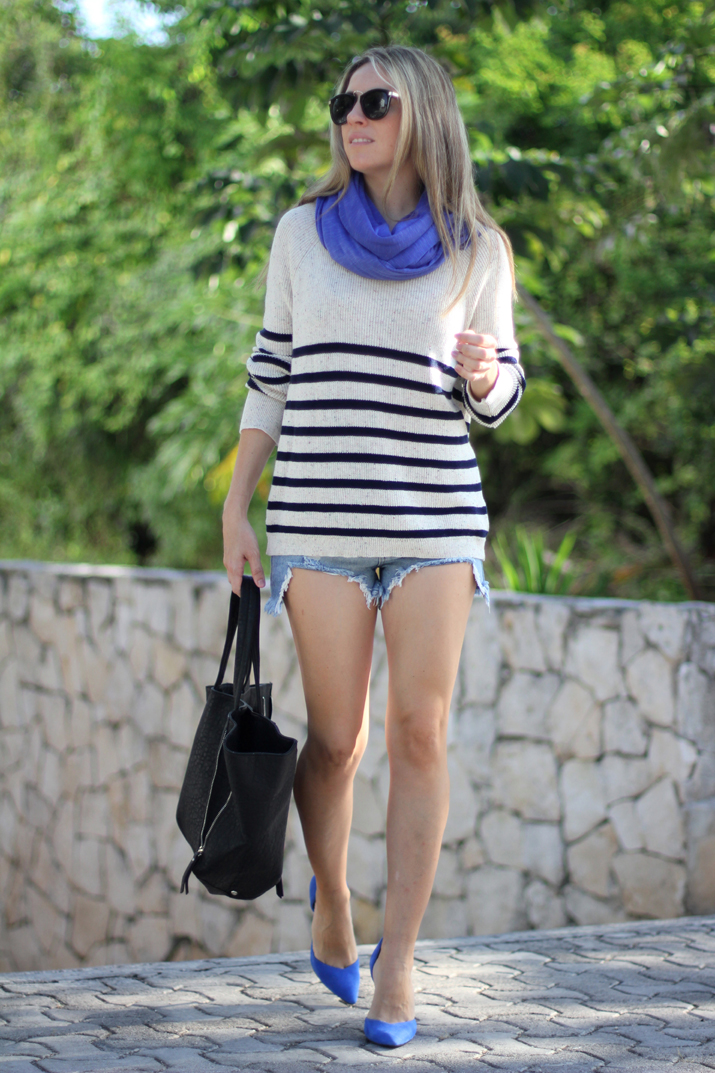 Navy_sweater-denim_shorts-street_style-mesvoyagesaparis-blog (6)