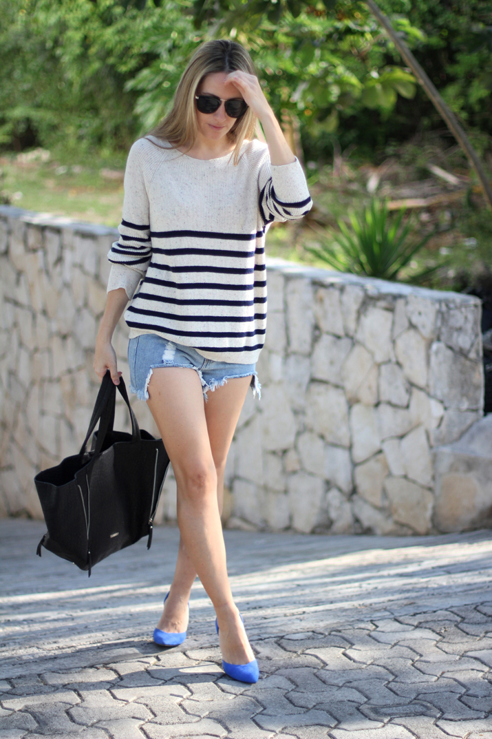 Navy_sweater-denim_shorts-street_style-mesvoyagesaparis-blog (7)