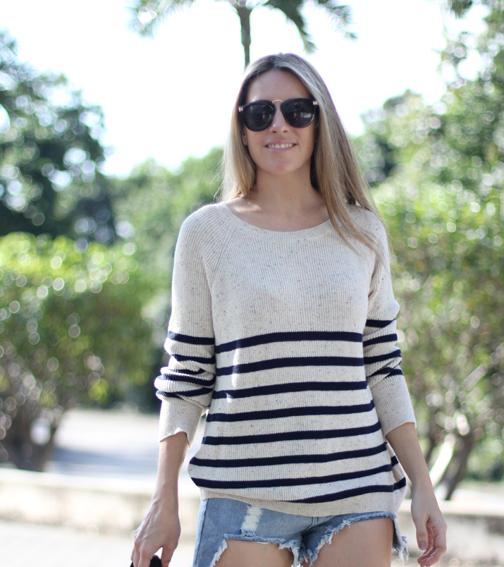 Navy_sweater-denim_shorts-street_style-mesvoyagesaparis-blog (8)