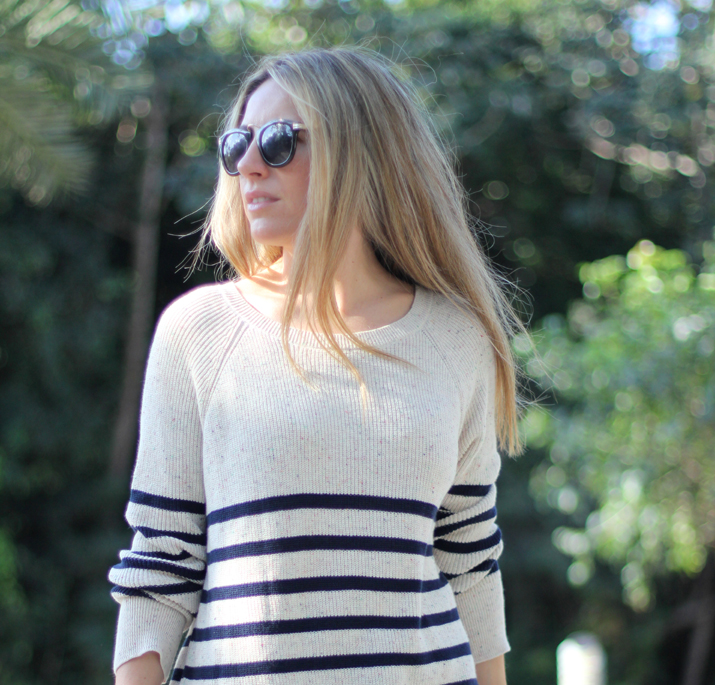 Navy_sweater-denim_shorts-street_style-mesvoyagesaparis-blog (9)