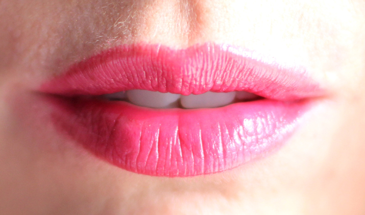 Soft sensation Lip Color Butter Ultra Vibrant color (2)