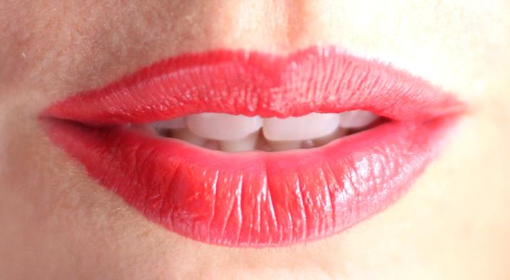 Soft sensation Lip Color Butter Ultra Vibrant color (21)