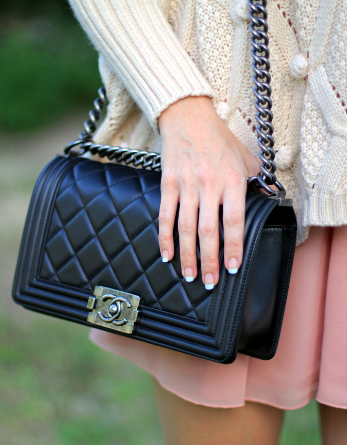Sweater_and_skirt_outfit-Monica_Sors-fashion_blogger-Boy_Chanel (2)
