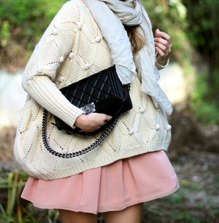 Sweater_and_skirt_outfit-Monica_Sors-fashion_blogger-Boy_Chanel (4)2