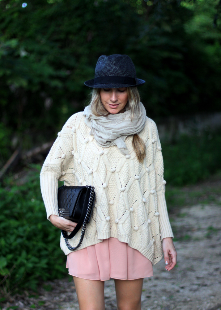 Sweater_and_skirt_outfit-Monica_Sors-fashion_blogger-Boy_Chanel (6)