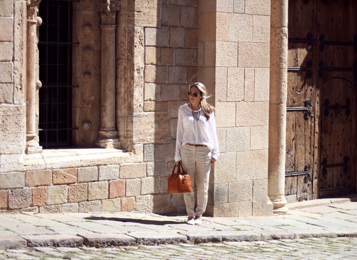 beige_pants_outfit-street_style_Barcelon (1)