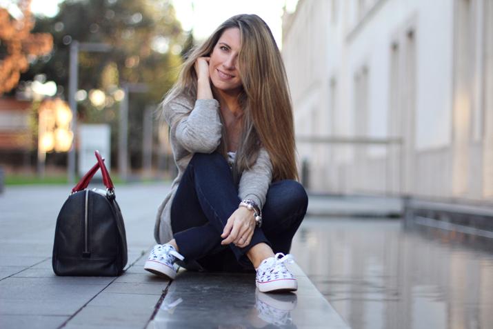 Fashion_blogger_Barcelona-Monica_Sors-outfit_jeans-Mattea_bags (15)