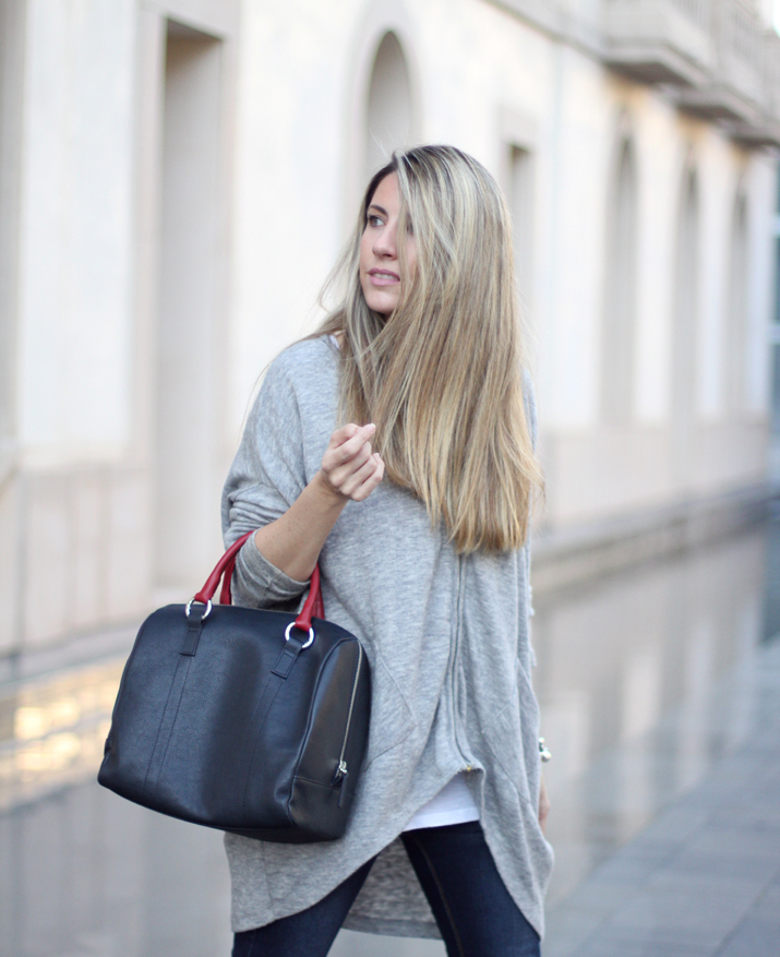 Fashion_blogger_Barcelona-Monica_Sors-outfit_jeans-Mattea_bags (4)