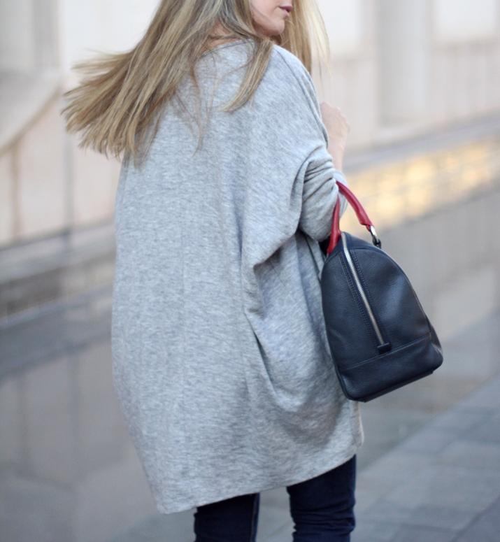 Fashion_blogger_Barcelona-Monica_Sors-outfit_jeans-Mattea_bags (8)