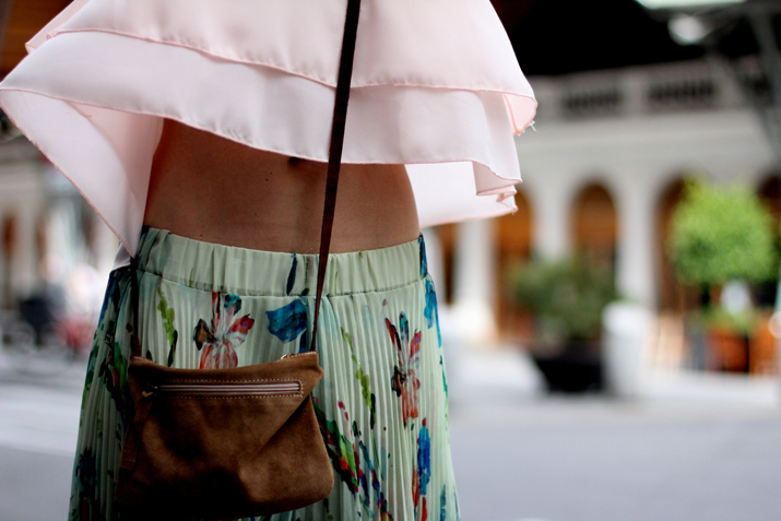 Fashion_blogger_Barcelona-cuines_Santa_Caterina-long_skirt-outfit-streetstyle (1)