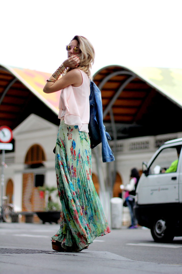 Fashion_blogger_Barcelona-cuines_Santa_Caterina-long_skirt-outfit-streetstyle (4)