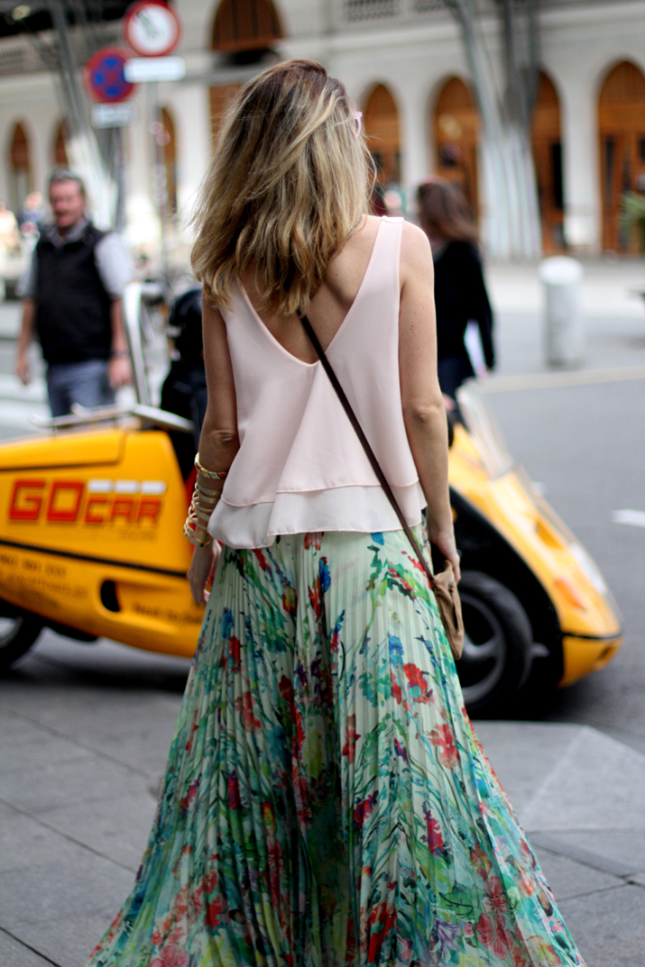 Fashion_blogger_Barcelona-cuines_Santa_Caterina-long_skirt-outfit-streetstyle (8)